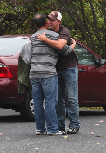 JOn and KAtes brother geunie hug