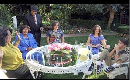 EL LENGUAJE CORPORAL DE LOS HIJOS DE MICHAEL DURANTE LA ENTREVISTA CON OPRAH. Jackson-2